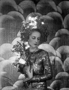 Paula Gellibrand, Marquise de Casa Maury, 1928 / Cecil Beaton©The Cecil Beaton Studio Archive at Sotheby's