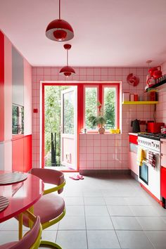Style At Home, Colorful Apartment, Interior Decorating, Interior Design, Retro Home, Home Fashion, House Colors, Home Kitchens, Interior Architecture