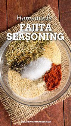 Fajita Rub Recipe, Chicken Fajita Seasoning Recipe, Fajita Marinade, Homemade Fajita Seasoning, Bbq Seasoning, Spicy Chicken Recipes, Bbq Rub Recipe, Seasoning Mixes, Homemade Spices