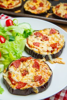 Try these healthy vegetarian recipes for easy summer dinners | Eggplant Pizza. Hold the pepperoni and top with yummy veggies like mushroom and peppers!