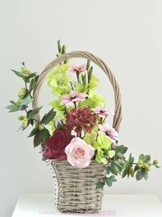basket with flowers - by Taart en Deco @ CakesDecor.com - cake decorating website