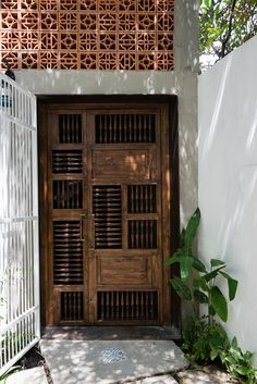 Zen house The owners are all Buddhists looking forward to having a place of peace, tranquility and completely free from the hustle city. This is not simply a. Door Detail, Indochine, Main Door, Facade House, Tropical Houses, Restaurant Design, Restaurant Ideas, Door Design, Window Design
