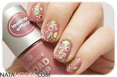 Nail art de flores a mano alzada <3