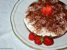 Baileys-Schokoladentorte mit Erdbeeren und Sahnehäubchen  // Torta de Chocolate con Baileys y Frutillas