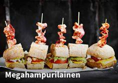 Megahampurilainen, Resepti: Valio #kauppahalli24 #resepti #hampurilainen #hamppari #verkkoruokakauppa #ruokaanetistä Cheddar, Sushi, Ethnic Recipes, Food, Cheddar Cheese, Essen, Meals, Yemek, Eten