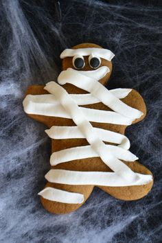 Mummy Gingerbread Cookie for a fun Halloween party. By Bake Sale. Bake Sale, Gingerbread Cookies, Halloween Party, Baking, Ginger Cookies, Patisserie, Backen, Bread, Bakken