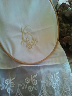 White Embroidery, Lunch Box, Facebook, Mariana, Cute, Needlepoint, Blue Prints