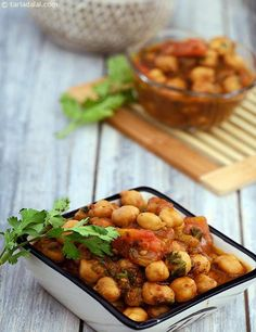 This Spicy Chole has no onions or potatoes in it! Bottle gourd contributes to the consistency and an intense powder of varied spices adds to its flavour.