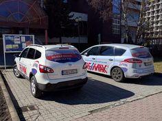 Naša biela flotila RE/MAX Benard na slnečnom parkovisku :-)  Nádherný deň v Poprade, čo poviete? :-)