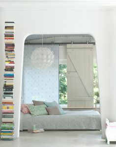 Unusual shapes and pretty textures. I'm really digging this unique bedroom