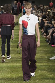 Dior Homme Spring 2018 Menswear Collection Photos - Vogue