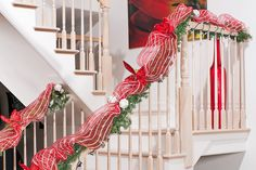 Gorgeous 50+ Extraordinary Ideas To Decorate Your Stairs in The Spirit Of Christmas https://homegardenmagz.com/50-extraordinary-ideas-to-decorate-your-stairs-in-the-spirit-of-christmas/