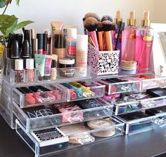 Make Up Storage. This picture reminds me that I need to firstly sort my make up out and secondly need to clean my make up brushes. #MakeUp #Storage #Organisation