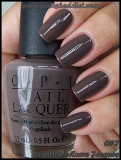 grey nails= fall perfection