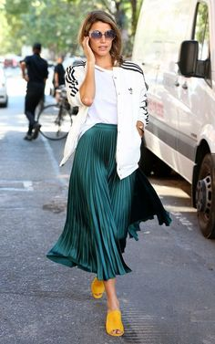 This absolutely stunning metallic pleated skirt is a true style statement piece. It will make your outfit look perfect and so well put together. You can pair it with a simple top and sneakers for a casual look or with heels for a formal event o. Green Pleated Skirt, Pleated Skirt Outfit, Skirt Outfits, Midi Skirts, Fashion Moda, Skirt Fashion, Trendy Fashion, Fashion Outfits, Womens Fashion
