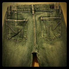 Citizens of humanity Sized 28 In great condition Dunaway stretched #87 low waist full leg jeans. Citizens of Humanity Jeans Flare & Wide Leg