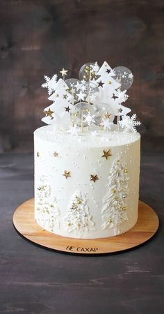 Seasonal Wedding Cake Ideas for a Winter Wedding winter cake ideas , winter wedding cakes ,winter wonderland wedding cake , winter cakes Christmas Cake Designs, Christmas Cake Decorations, Christmas Cupcakes, Holiday Cakes, Christmas Desserts, Christmas Treats, Christmas Baking, Fondant Christmas Cake, Christmas Birthday Cake