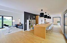 Ein Haus für Familien muß Raum für Gemeinsamkeit, zum Spielen und zum Rückzug bieten. Mit dem Entwurf Wriedt von Bau-Fritz lebt und arbeitet die ganze Familie unter einem Dach.