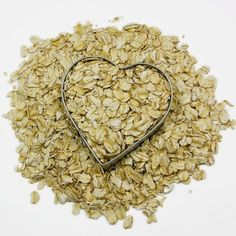 Did you know that oatmeal is a key ingredient for #weightloss because loaded with fiber and when eaten can expand to almost 30 times it's volume? Steel-cut oats, rolled oats, and plain or natural oatmeal are your best options. Avoid the instant flavored oatmeal in packets as they contain lots of sugar and other additives, and they are much more processed, meaning the fiber content is decreased.
