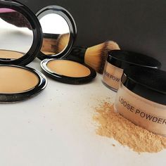 Whether you choose a loose or a compact powder the secret for a successful application is in the brush!  #loosepowder #powder #makeup #compactpowder #radiantprofessional #cosmetics #beauty