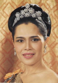 Queen Sirikit wearing the Diamond Floral Tiara, Thailand (diamonds).