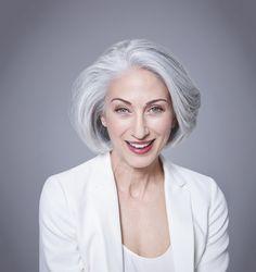 Risultati immagini per donne capelli bianchi naturali