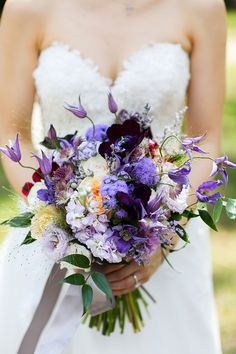 Bridal bouquet of lilacs and deep purple // More Than Words: Nicholas and Xin Yi's Calligraphy-Filled Wedding