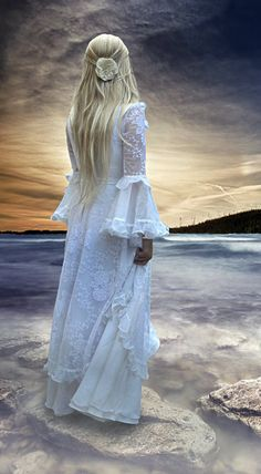 Contemplating a medieval style dress...hmmmm                                                                                                                                                     Mehr