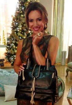 #CamilaAlves knows how to make a beautiful handbag! #muxo