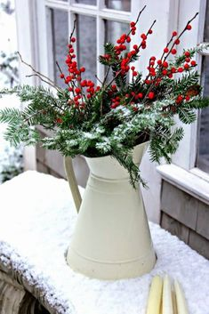 22 Charming And Beautiful Christmas Garden Decor Ideas - Gardenoholic Christmas Garden Decorations, Christmas Yard, Christmas Flowers, Noel Christmas, Country Christmas, Christmas Wreaths, Holiday Decor, Yard Decorations, White Christmas