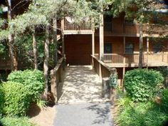 Great Walk-in Unit Wooded and Partial Lake View. Sold Fully Furnished Minus a Few Personal Items. Rents Great, Can Be Rented As a 2 Bedroom or 1 Bedroom Unit. Quality Furnishings and Flooring.