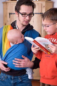 Kein Wickeln, kein Binden - einfaches Anlegen! 3 Trageweisen für Babys ab Geburt bis Kleinkindalter. Hergestellt in Österreich. Babys, Shirts, Knot, Births, Babies, Newborns, Shirt, Baby Baby, Infants