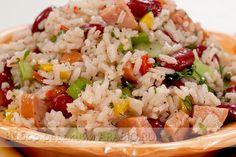 Салат с фасолью и рисом для любителей сытно поесть