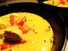 Ugens suppe er karrysuppe med ris, kylling og peber. Jeg har prøvet mange forskellige karrysupper, og laver den altid min karrysuppe efter fornemmelse. Suppens opskrift er her dog i dag.