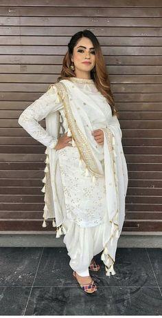 Indian Wedding Gowns, Desi Wedding Dresses, Indian Gowns Dresses, Indian Fashion Dresses, White Punjabi Suits, Punjabi Suits Party Wear, Indian Suits, Indian Wear, Patiala Suit Designs