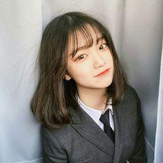 Korean Pixie Haircuts for female 2019 Fashionre Ulzzang Short Hair, Korean Short Hair, Ulzzang Korean Girl, Cute Korean Girl, Asian Girl, Ulzzang Hairstyle, Medium Hairstyles For Girls, Medium Hair Styles, Girl Hairstyles