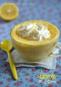 Lemon mug cake (le réconfort prêt en 5 min ^^) ☆ Pear Recipes, Mug Recipes, Lemon Recipes, Easy Cake Recipes, Cupcake Recipes, Mug Cake Micro Onde, Dessert Micro Onde, Lemon And Coconut Cake, Lemon Mug Cake