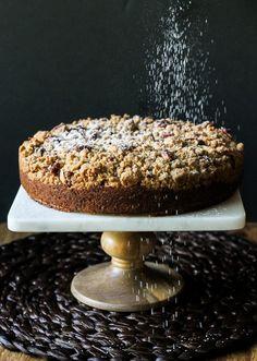 Pumpkin Crumb Cake // a super thick crumb layer over a spiced pumpkin cake! Recipe from bakerita.com