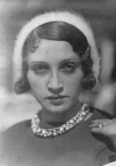 Portrait de Renée Perle, muse de Jacques-Henri Lartigue ( 1930s).