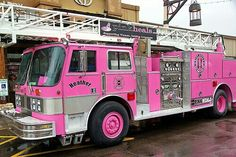 On fire! Love the pink Fire Truck Pretty In Pink, Pink Love, Pink Purple, Vw Bus, Ambulance, Hot Pink, Pt Cruiser, I Believe In Pink, Emergency Vehicles