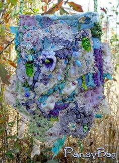 Absolutely ❤ it . Pansy bag (love the colors! Hip Purse, Romantic Shabby Chic, Hobo Bags, Crazy Quilting, Handmade Purses, Freeform Crochet, Fibre Art, Beautiful Handbags, Purple Bags