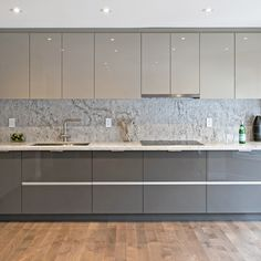 High Gloss Kitchen Cabinets, Glossy Kitchen, Modern Grey Kitchen, Contemporary Kitchen Cabinets, Contemporary Kitchen Design, Minimalistic Kitchen, High Gloss White Kitchen, Modern Contemporary, Modern Farmhouse