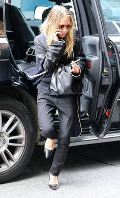 Mary-Kate Olsen Photos: The Olsen Twins Return from Fashion Week