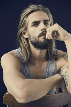 Pictures of beautiful men with all types of beautifully long hair. Hairy Men, Bearded Men, Corte Hipster, Hair And Beard Styles, Long Hair Styles, Ginger Beard, Moustaches, Beard Lover, Great Hair