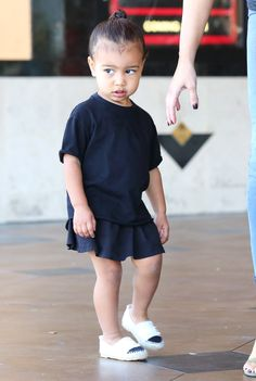 Get the daily dose of gorgeous Kim Kardashian by her Armenian fans ! Outfits Niños, Kids Outfits, Baby Outfits, North West Kardashian, Baby Girl Fashion, Kids Fashion, Babies Fashion, Jenner Kids, Kardashian Style