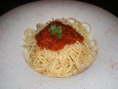 Μακαρόνια με σάλτσα ντομάτας (Ναπολιτέν) Spaghetti, Ethnic Recipes, Food, Meals, Yemek, Spaghetti Noodles, Eten