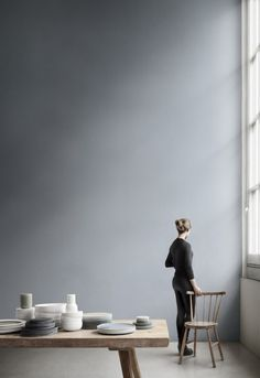 love the ceiling height, the wall colour, the light, the warmth of muted tones...