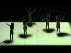 Glow     Direktur Artistik: Gideon Obarzanek Glow adalah koreografi yang mencerahkan karya Direktur Artistik Gideon Obarzanek dan pencipta perangkat lunak interaktif Frieder Weiss. Mereka bertemu di Monaco Dance Forum pada 2004 dan sejak itu terlibat diskusi serius seputar penggunaan proyektor data untuk mencahayai tubuh yang bergerak.
