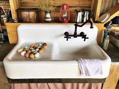 Exceptional Kitchen Remodeling Choosing a New Kitchen Sink Ideas. Marvelous Kitchen Remodeling Choosing a New Kitchen Sink Ideas. Kitchen Sink Design, Farmhouse Sink Kitchen, Primitive Kitchen, Modern Farmhouse Kitchens, Farmhouse Decor, Farmhouse Ideas, Vintage Farmhouse Sink, Primitive Bathrooms, Cast Iron Farmhouse Sink