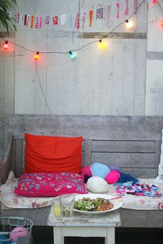 Cute outdoor area. Love the yarn on the bench!
